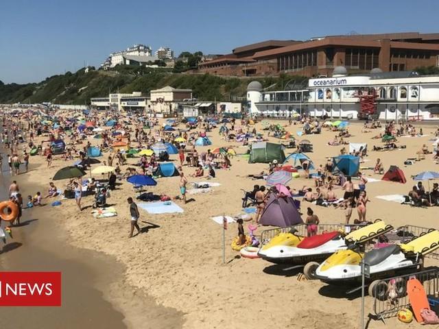 Coronavirus: Thousands flock to Dorset coast in heatwave