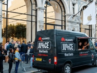 Huawei is trolling Apple again with a juice bar outside flagship store