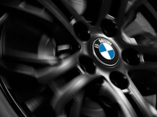 Self-righting wheel center caps: One cool feature of the new BMW 3 Series