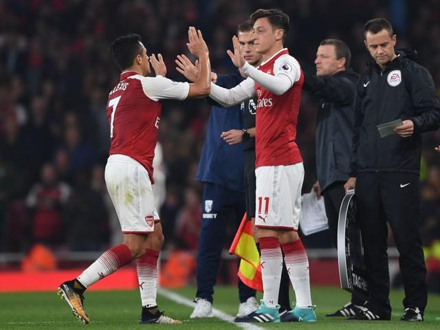 Arsene Wenger should drop Alexis Sanchez and Mesut Ozil against Spurs, says Charlie Nicholas