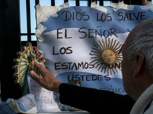 Argentina says abnormal noise heard after sub's last contact as hopes fade