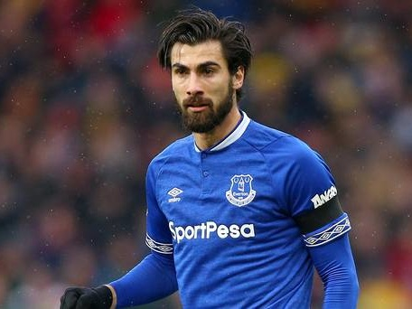 Everton sign Gomes on five-year deal
