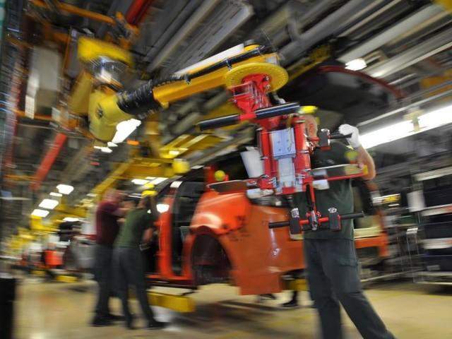 Semiconductor crisis: Tesla comes back strong, Mini shuts Oxford plant