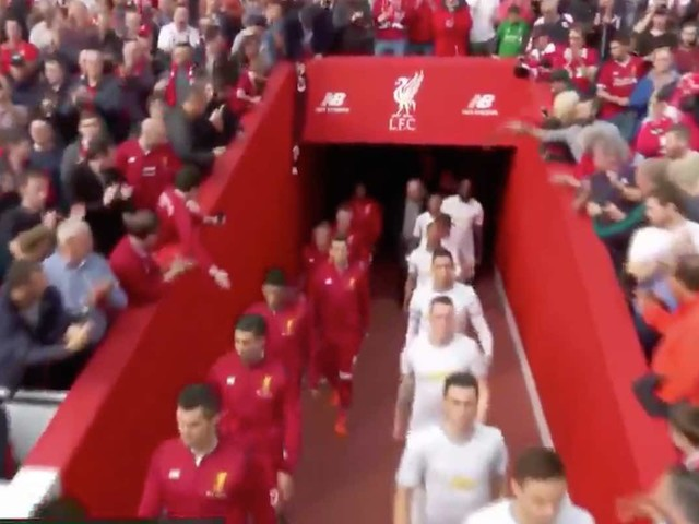 Video: Players come out of the tunnel ahead of Liverpool vs Man Utd