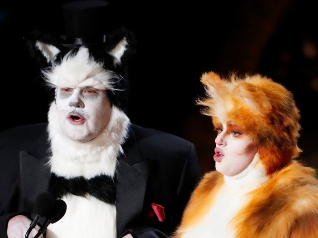 Rebel Wilson and James Corden hilariously poke fun at Cats on Oscars stage