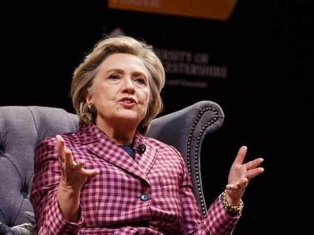 Hillary Clinton suffers broken toe on UK tour