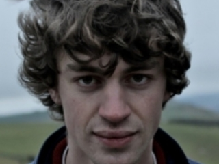 Cosmo Sheldrake Announces April Dates, Shares New Track Mind Of Rocks