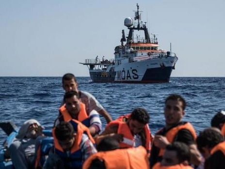 MOAS suspends migrant rescue operations in the Mediterranean amid safety concerns