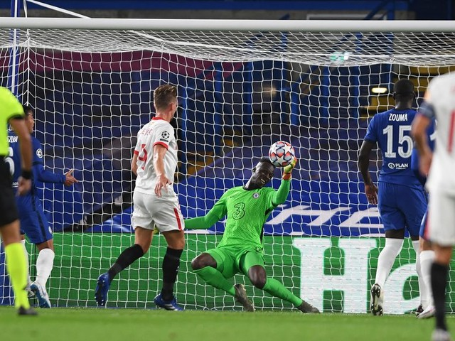 WATCH: Edouard Mendy one-handed save keeps Chelsea safe against Sevilla