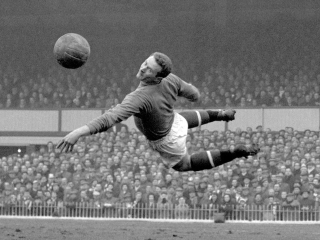 Rio Ferdinand and Gary Neville pay tribute to Harry Gregg as Manchester United hero dies aged 87