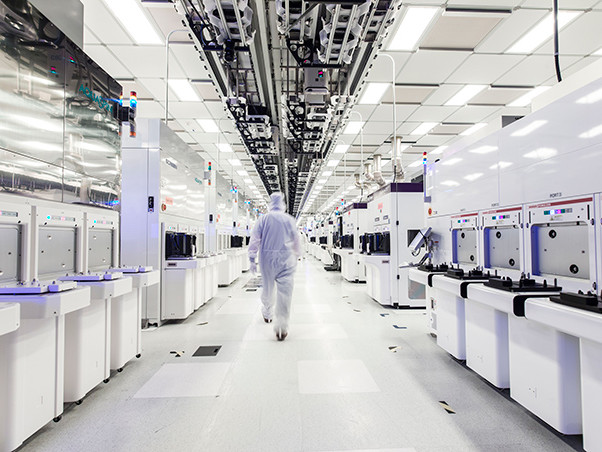 GlobalFoundries Details 7 nm Plans: Three Generations, 700 mm², HVM in 2018