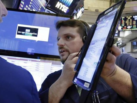 At midday: TSX rises as banks, miners gain