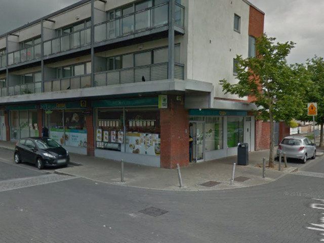 Dublin raider foiled as he robs shop with two armed gardai inside