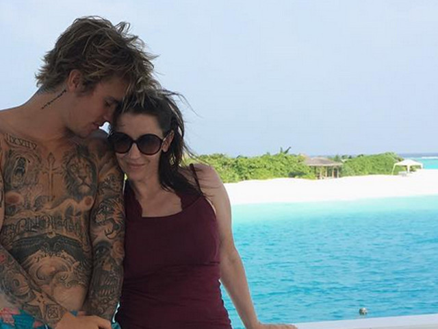 Justin Bieber's Mom Pattie Mallette Broke Her Foot on Vacation with Her Son