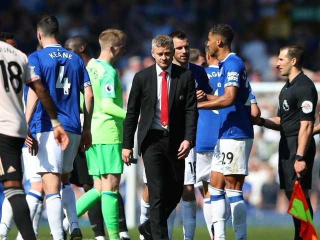 Manchester United fans are furious at 'lifeless' and 'pathetic' display vs Everton