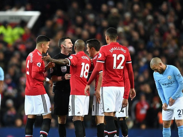 Referee Michael Oliver 'abysmal' and Manchester United fans can't believe it