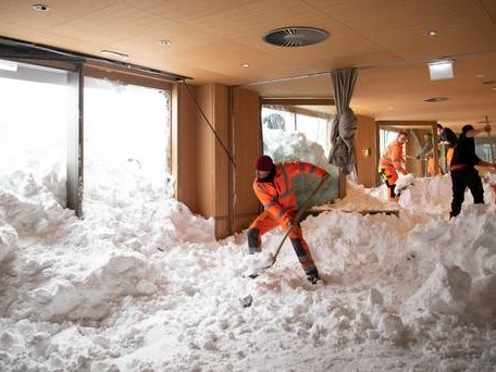 Avalanche hits hotel amid snow-related deaths across Europe