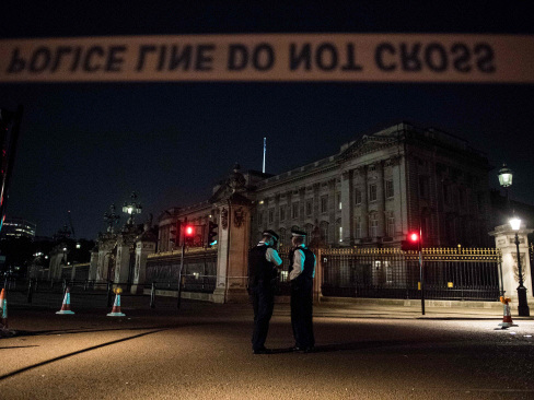 Second man arrested after Buckingham Palace sword attack