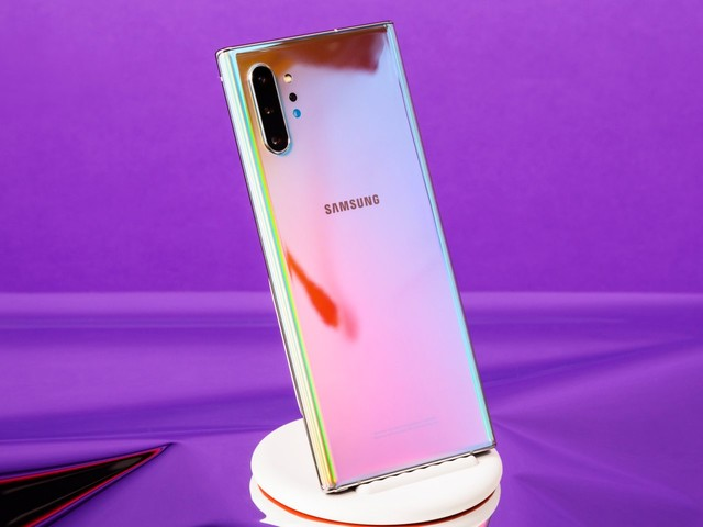 I've been switching between Samsung's new Galaxy Note 10 and Apple's iPhone XS Max — here are the biggest differences I've noticed (AAPL)