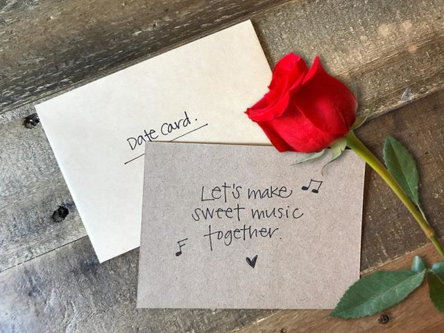 A Former Bachelor Producer on How the Show Comes Up With Those Hopelessly Cheesy Date Cards