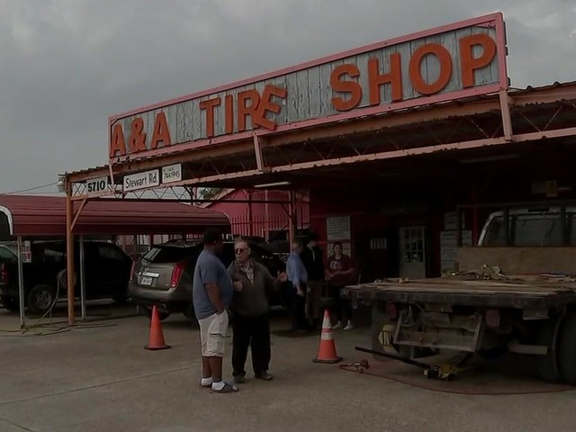 Galveston tire shop worker stabbed in throat during fight