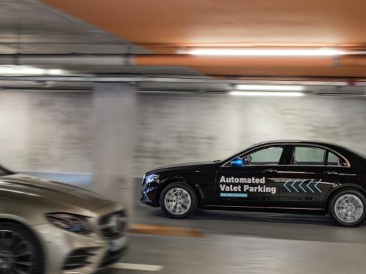 Daimler and Bosch create a driverless parking garage
