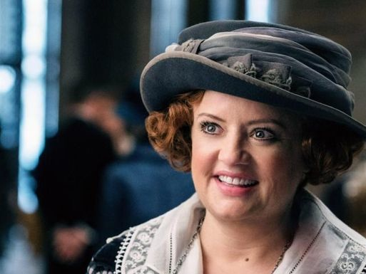 Sabrina TV series casts Lucy Davis as Aunt Hilda