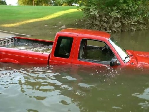 Man Finds A Lost Pick-Up Truck Underwater[Video]