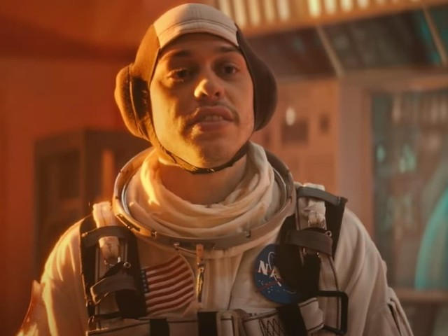 'SNL': Pete Davidson Saves Mars (and the Show) in 'The Astronaut' Short (Video)