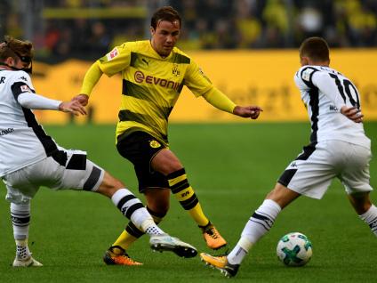 Aubameyang hits hat-trick for leaders Dortmund