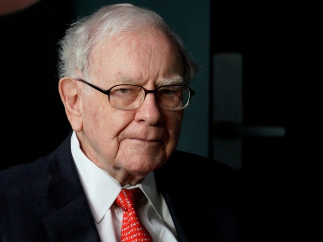3 writing techniques Warren Buffett used to make his famous shareholder letters stand out over the decades