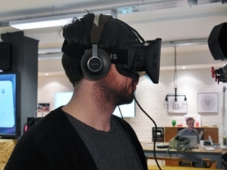 Man spends entire week living in a VR helmet