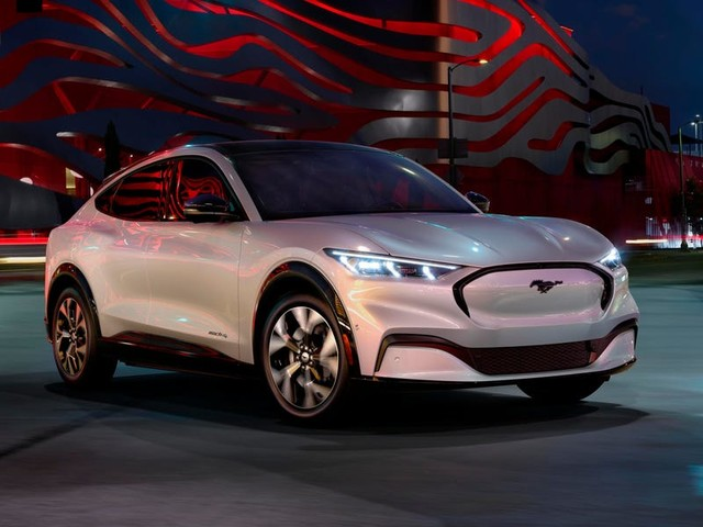 Electric-vehicle ads made up nearly half of this year's Super Bowl car commercials, but account for less than 2% of US car sales