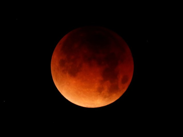 Stunning images of the 'super blue blood moon' from around the world