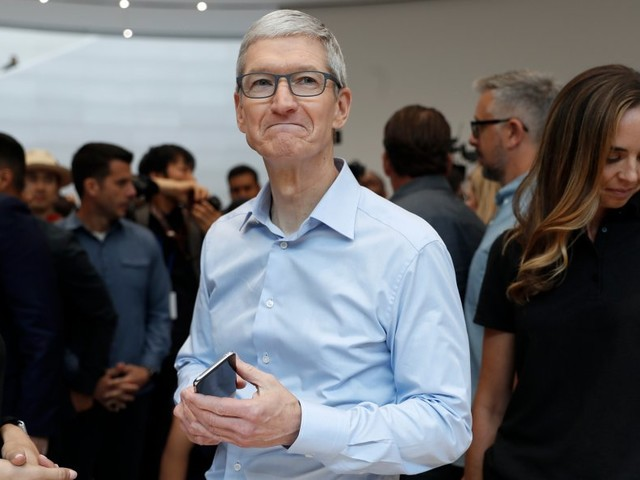 It's Cyber Monday and the iPhone X is in stock at more Apple Stores than you might think (AAPL)