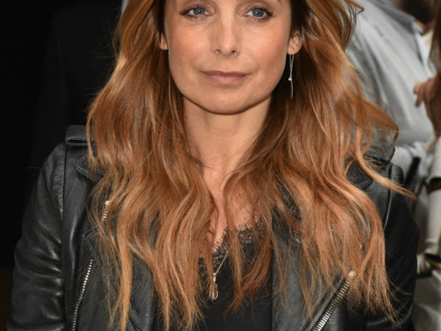 Fans praise Louise Redknapp for 'outstanding' stage debut in Cabaret amid Jamie wedding ring mystery