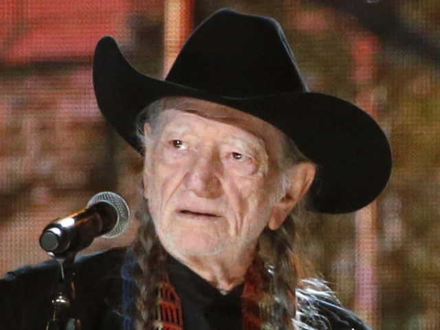 Willie Nelson Urges Jeff Sessions To Smoke Some Pot