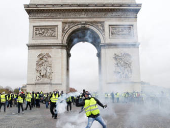 Protest clashes erupt in Paris as anti-Macron rallies return