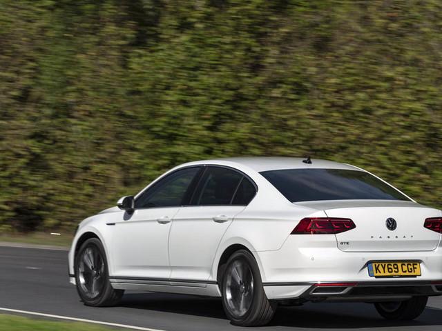 Volkswagen Passat GTE Advance 2019 UK review