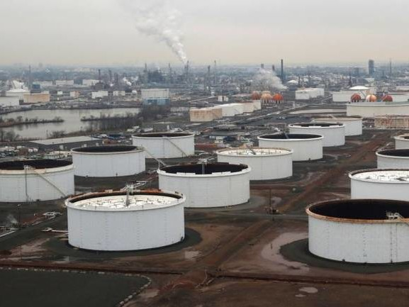 Traders scramble to unload cheap crude cargoes as glut grows