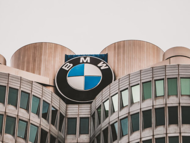 BMW USA Q2 Sales decreased by 39.3 percent compared to last year