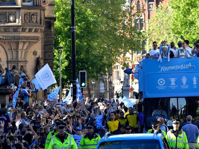 Crowds and players at the Manchester City parade 2019