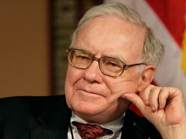 Warren Buffett's stock portfolio took a $1.6 billion hit from Bank of America and Wells Fargo in a single day