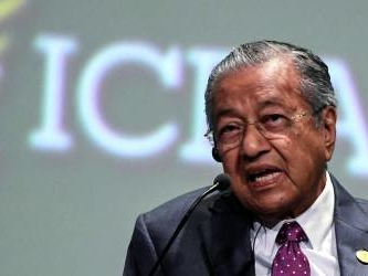 Mahathir leaves his mark at Africa conference