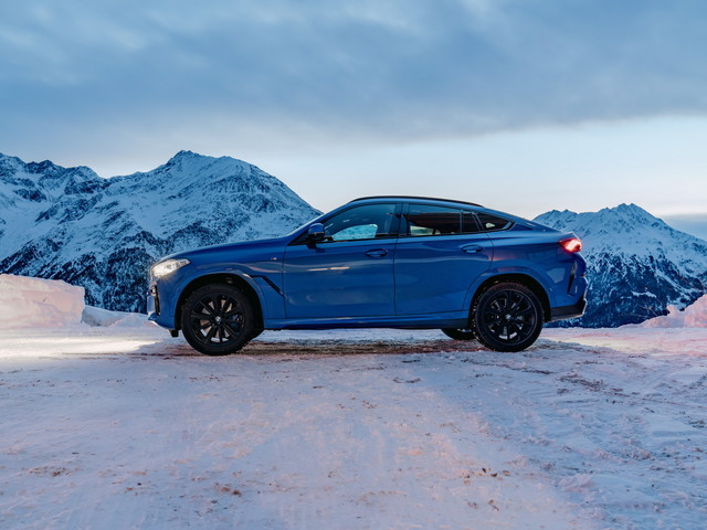 VIDEO: The BMW X6 M50i gets reviewed by Throttle House