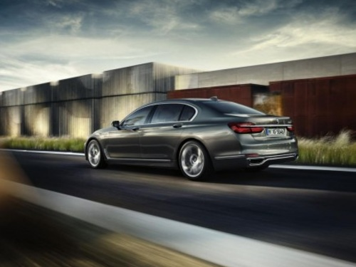 VIDEO: Watch All The Tech And Features Of The New BMW 7 Series