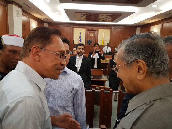 Anwar is de facto leader of PH, Dr M is coalition chairman