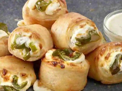 Jalapeño-Studded Roll Ups - Papa John's New Jalapeño Popper Rolls are Cheesy and Spicy (TrendHunter.com)