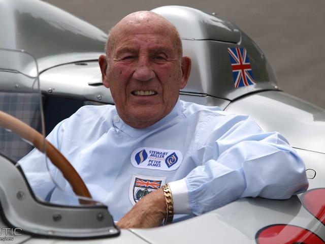 Moss formally retires at 88 following illness   2018 F1 season