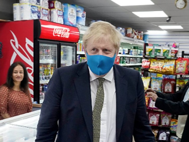 PM to make facemasks 'compulsory in shops and confined spaces'